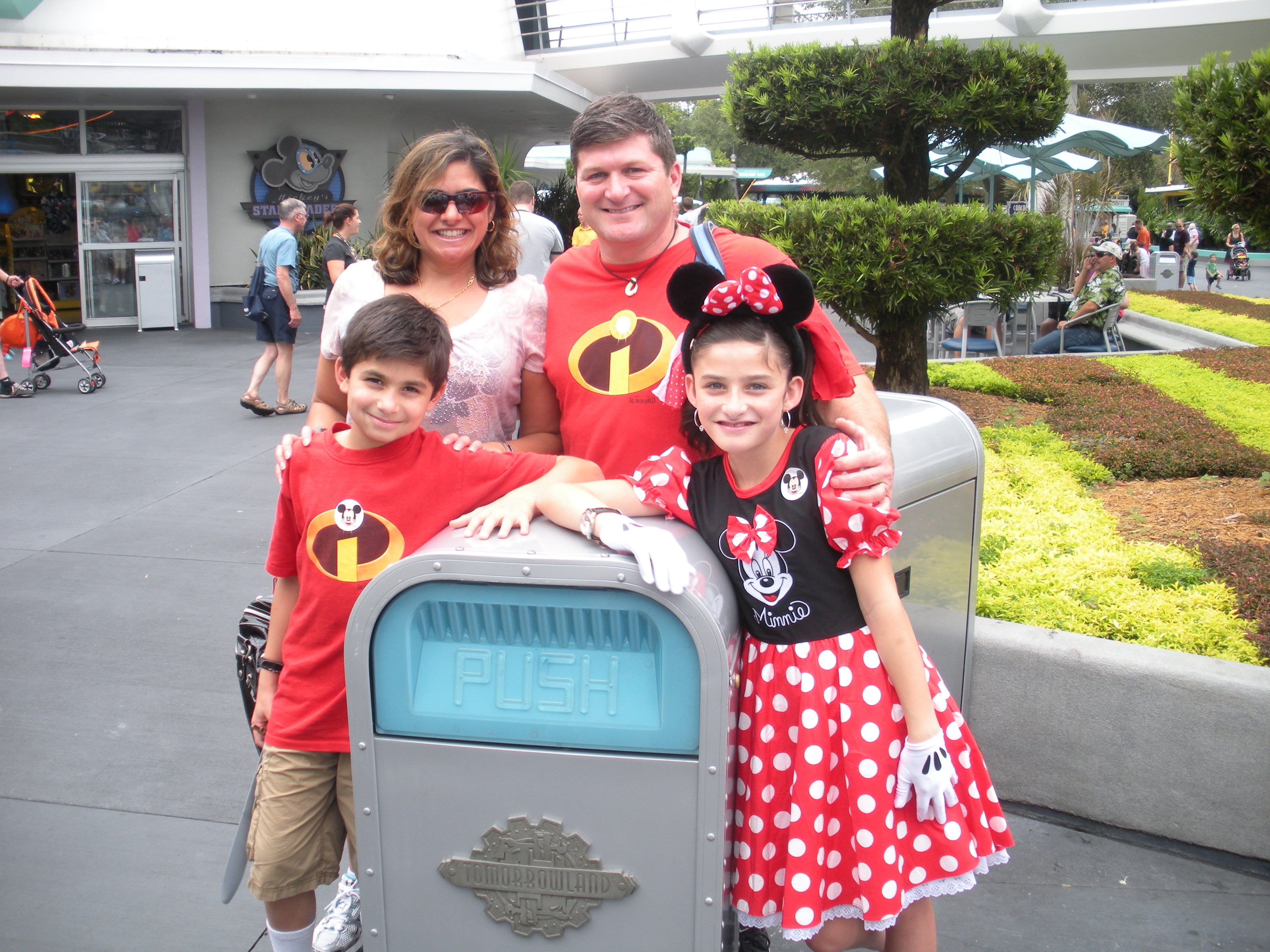 Push is the only trash can I know that inspires family photos!